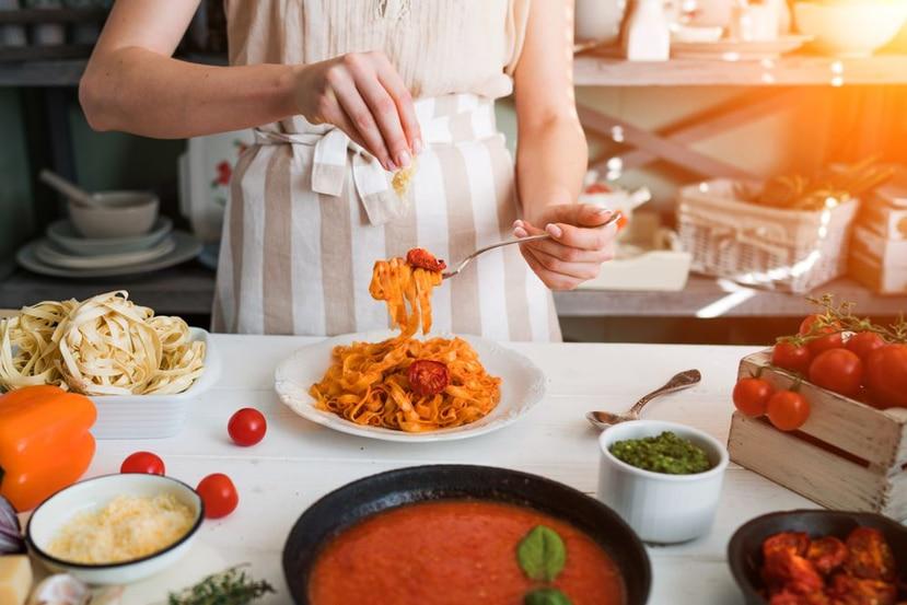 La mejor forma de refrescarse es con platos livianos y cuya preparación sea más fácil y no conlleve estar mucho tiempo en la cocina. (Shutterstock)