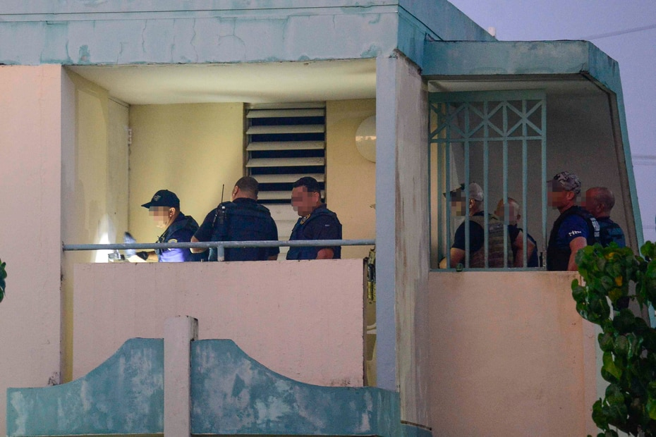 """""""Son grupos violentos que mantienen el control en estos residenciales usando armas de fuego y cometiendo actos violentos"""", apuntó el portavoz del FBI, Luis Rivera Santana."""