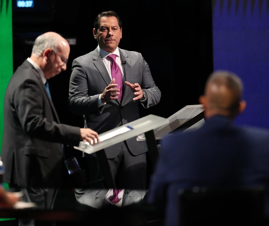 El candidato del PIP y senador Juan Dalmau contesta una de las preguntas del moderador del debate.