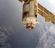 La foto provista por el servicio de prensa de la agencia espacial rusa Roscosmos muestra el módulo Nauka momentos antes de acoplarse a la Estación Espacial Internacional, jueves 29 de julio de 2021. (Servicio de Prensa de la Agencia Espacial Roscosmos)