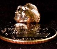 Diamante de 9.07 quilates encontrado por Kevin Kinard en el Parque Estatal Crater of Diamonds .