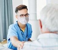 El certificado profesional ofrece preparación en diversas áreas, incluyendo cuidado del paciente adulto.