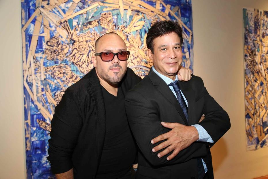 Junto a su inseparable, el galerista Walter Otero, en el 2016.