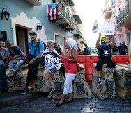 Decenas de personas llegan hasta La Fortaleza para pedir la renuncia de Wanda Vázquez