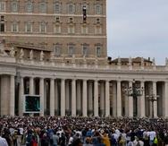 Feligreses escuchan al papa Francisco durante un discurso en el Vaticano. El pontífice reaccionó con vergüenza al escándalo en la Iglesia católica en Francia.