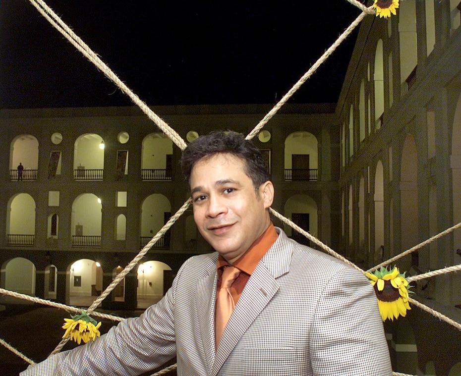 """En 2002, también, presentó la exposición """"Fraternos"""" en el Museo de las Américas."""