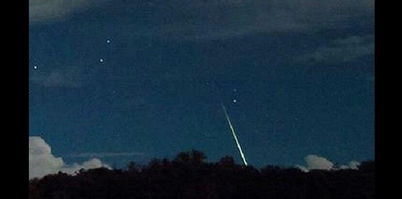 Un meteoro aparentemente de la lluvia Táuridas fue captado desde Cabo Rojo. (Suministrada / Frankie Lucena / Sociedad de Astronomía del Caribe)