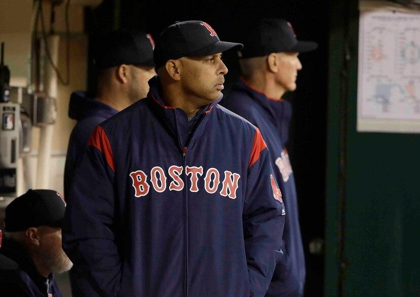 El comisionado Rob Manfred no encontró que Alex Cora estuviera al tanto del esquema de los robos de señales en el 2018 con los Red Sox.
