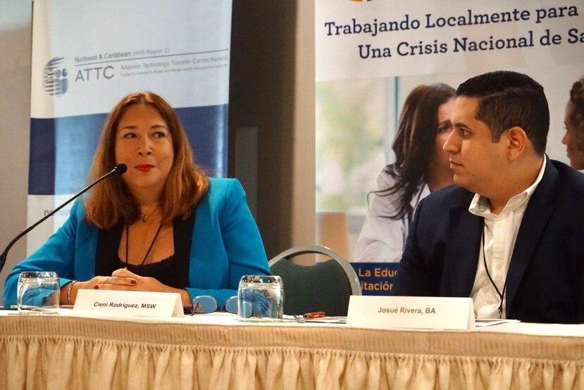 Ciení Rodríguez Troche, gerente de servicios especiales de la ASSMCA, junto a Josué Rivera, director de la agencia de Desarrollo Rural del Departamento de Agricultura federal. (GFR Media)