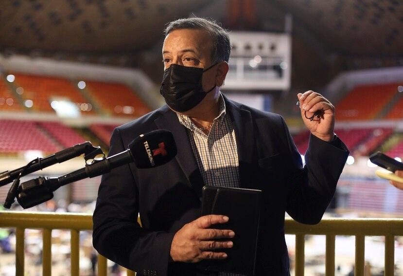 El nuevo comisionado electoral del PPD durante su primera comparecencia ante la prensa en el coliseo Roberto Clemente, en San Juan.