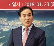 Kim Jong Yang habla durante una conferencia de prensa en Changwon, Corea del Sur. (AP / Archivo)