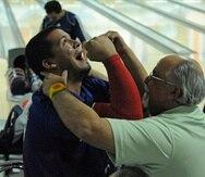 En esta foto de archivo, Andro Simounet (izquierda) junto a su padre, Andy Simounet, la medalla de oro en el evento de ternas, conseguida junto a Gabriel Sánchez e Israel Hernández, en los Juegos Centroamericanos y del Caribe de Mayagüez 2010.