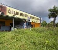 El deterioro en la estructura física de la Ciudad Deportiva Roberto Clemente en Carolina es significativo.