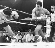 """""""Chapo"""" al defender su cetro ligero del Consejo Mundial de Boxeo en 1984. (Archivo)"""