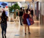 El tráfico de clientes en los centros comerciales desde que comenzó la pandemia ha disminuido dramáticamente impidiendo que los comerciantes puedan hacer sus números de venta.