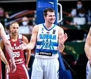 Luka Doncic reacciona durante un partido entre Eslovenia y Polonia.