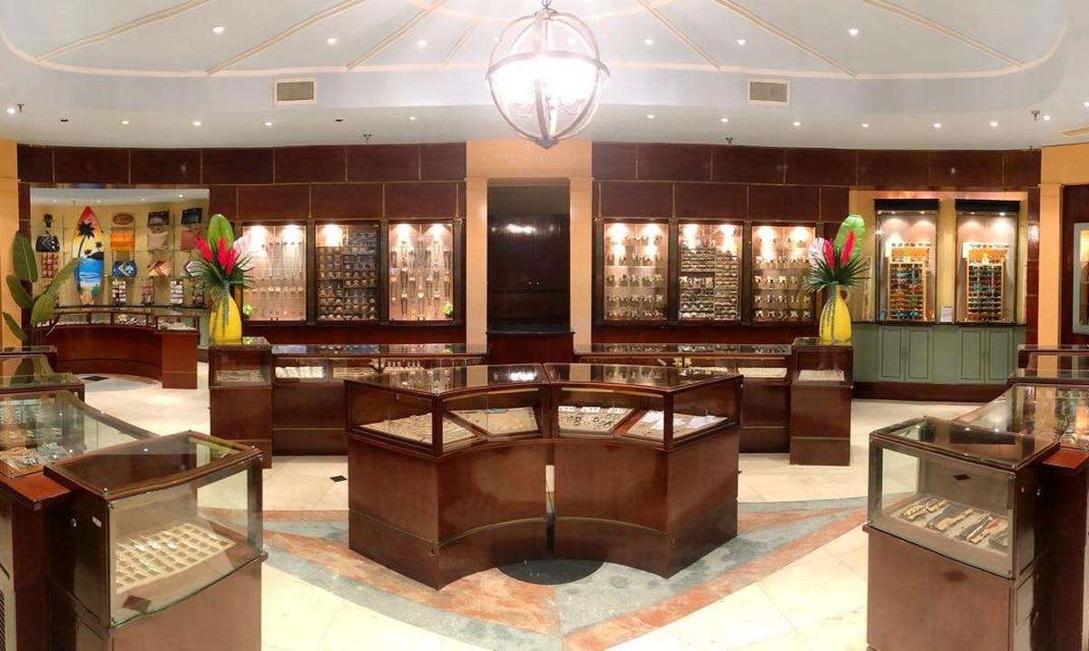 Abre tienda de bisutería y accesorios Kai-Wave en Mayagüez Mall