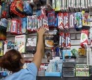 Tanto en Farmacias Caridad como en Walmart, el grueso de los consumidores acudió en busca de libretas, calculadoras, lápices y borradores.