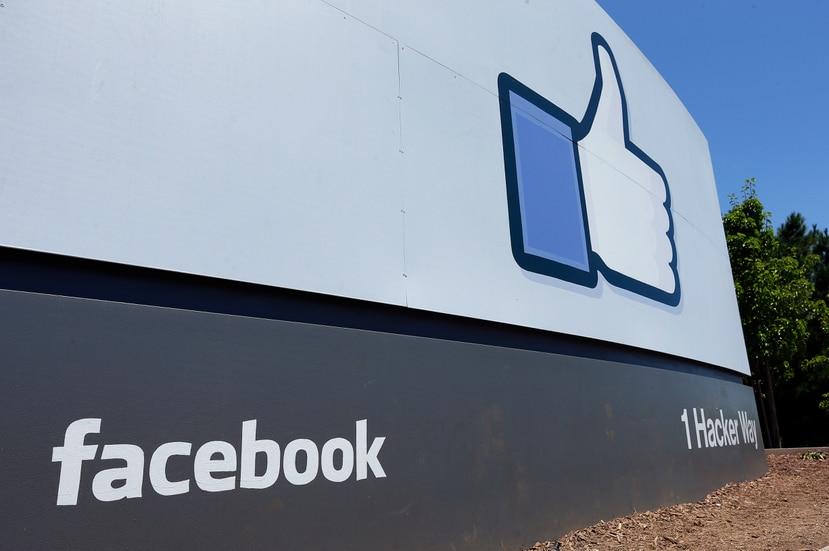 Cartel de Facebook en su sede en Menlo Park, California.