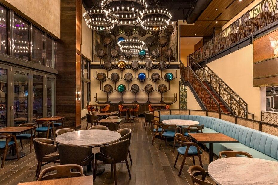 Restaurante La Central: mirada al salón principal del restaurante.