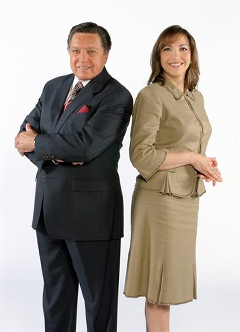 En 2001, pasó a la posición de reportera/ancla en la edición de las 5:00 p.m. donde compartió durante muchos años con Guillermo José Torres.