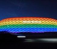 En 2016, el estadio de Múnich fue iluminado con los colores del arcoiris en ocasión del Christopher Street Day.