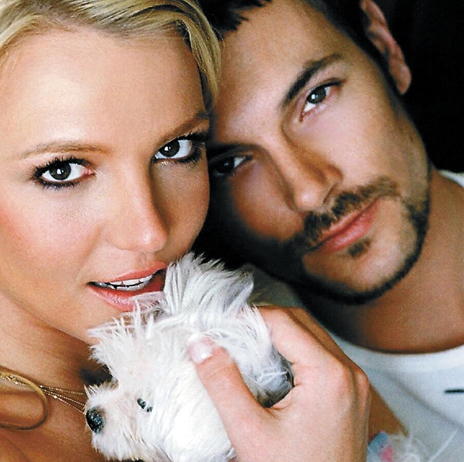 En septiembre de 2004, se informó que se había casado en una ceremonia privada con su prometido, el rapero Kevin Federline.