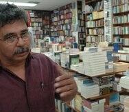 27 DE ABRIL DE 2005-AREA DE RIO PIEDRAS,  SAN JUAN,  PUERTO RICO.VARIAS PERSONAS, EN EL CASCO URBANO DE RIO PIEDRAS, COMENTARON SOBRE LA HUELGA DE LA UNIVERSIDAD DE PR.  EN LA LIBRERIA NORBERTO GONZALEZ, SU DUENO NORBERTO GONZALEZ, VE SUS VENTAS DE LIBROS AFECTADAS, POR LA HUELGA.FOTO EL NUEVO DIA POR: RAFAEL PICHARDO-STR