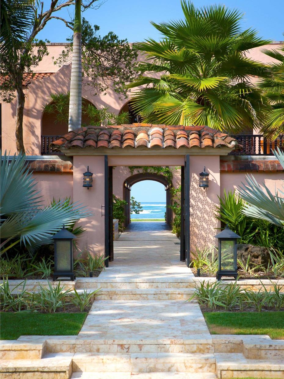Área de la entrada principal. En 1955 Su Casa fue adquirida por Laurence Rockefeller, hijo del magnate americano  John Rockefeller, con la intención de construir allí el primer resort en la isla.