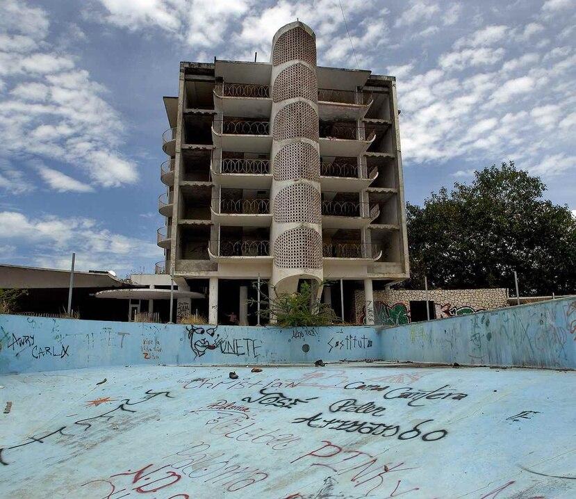 El edificio diseñado en los 50 para albergar el Hotel Ponce Intercontinental posee grandiosas vistas hacia el mar y hacia el bosque. (Suministrada)