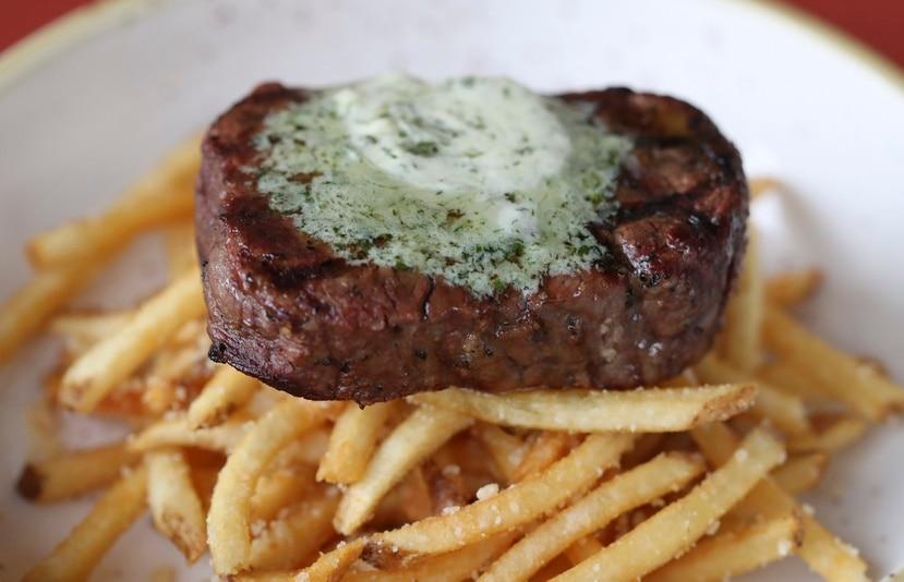"""""""Steak Fries"""", uno de los platos populares del restaurante Rosa y Elena, en Miramar."""