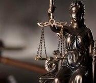 El panel de tres jueces resolvió que la mascarilla viola el derecho constitucional a la confrontación.