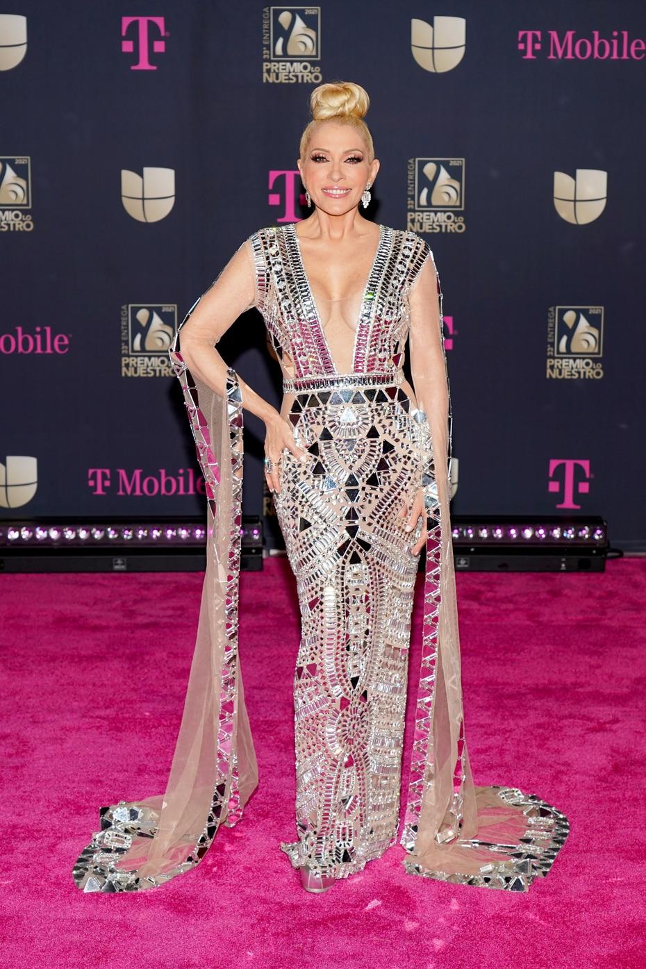 La cantante mexicana Yuri, quien fue parte del homenaje a Manzanero, lució espectacular.