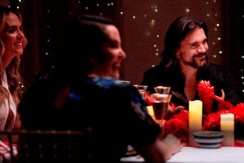 """Juanes en una escena del especial """"Celebremos: Eterna Navidad"""", que se estrena mañana, 4 de diciembre del 2020 en Pantaya. (AP)"""