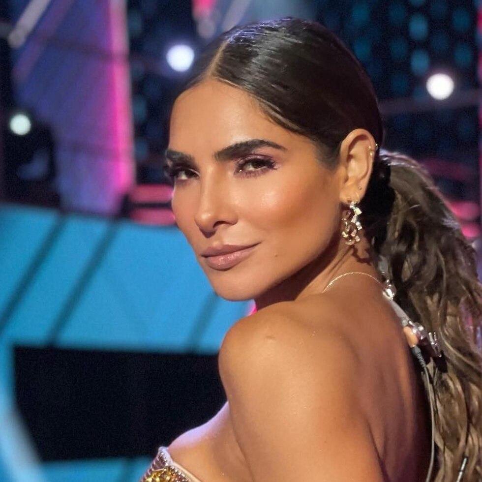 El caso más reciente conocico es el de la presentadora y modelo Alejandra Espinoza, quien tuvo que ser hospitalizada tras perder un poco la visibilidad de un ojo y paralizársele la parte derecha de su cara, entre otros síntomas.