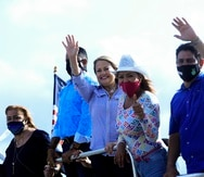 La gobernadora Wanda Vázquez durante una caravana en Guaynabo.