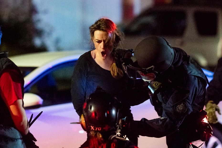 La Policía arrestó a más de 50 personas en la noche en que se cumplieron 100 días de protestas en Portland.