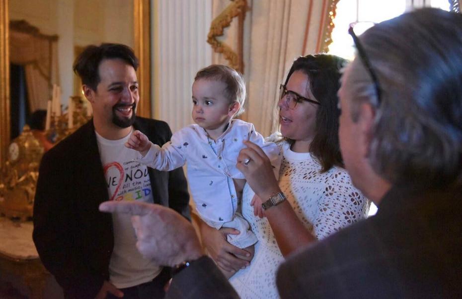 Lin-Manuel Miranda y su esposa Vanessa Nadal comparten con el hijo de los Rosselló, Pedro Javier.