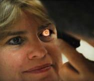 """No todo son malas noticias. Por increíble que parezca, algunas veces, los cambios físicos del ojo pueden hacer que la visión empeore o mejore, pero sólo una visita a un especialista en salud visual lo puede comprobar.&nbsp;<font color=""""yellow"""">(Primera Hora / Ana María Abruña)</font>"""
