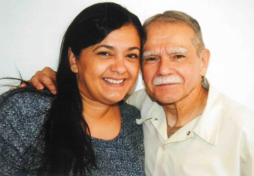 El antiguo miembro de las FALN estuvo casi 36 años en cárceles de Estados Unidos o bajo arresto domiciliario. En la foto López junto a su hija, Clarisa. (Suministrada)
