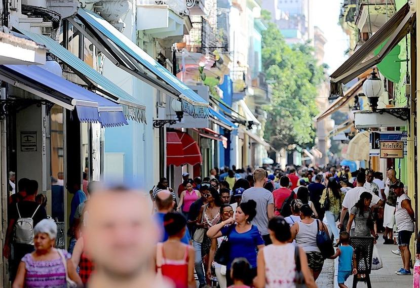 """Los grupos del exilio cubano lamentaron que el """"texto constitucional está diseñado para garantizar la perpetuidad en el poder"""" del PCC."""