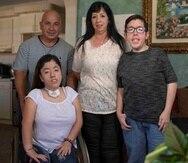 Yanilette y Ángel junto a sus padres José y Jannette.