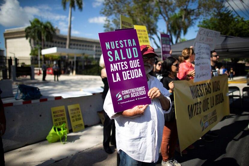 Mientras transcurría la audiencia de la jueza Swain, frente a la corte federal, ciudadanos llevaron a cabo protestas.
