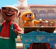 """Fotograma cedido por Netflix donde aparecen los personajes """"Andrés"""" (con voz de Juan de Marcos González) y """"Vivo"""" (con voz de Lin-Manuel Miranda), durante una escena del musical animado """"Vivo""""."""