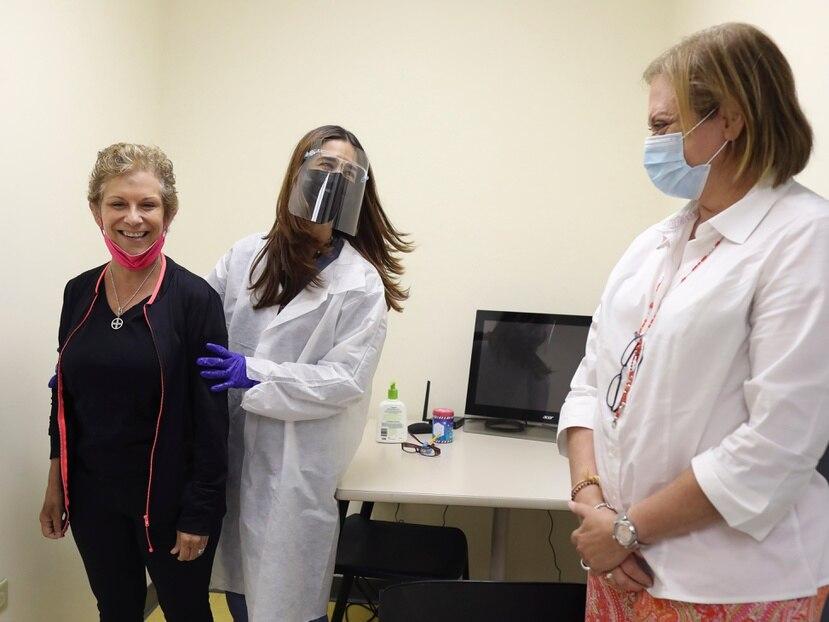 Marisol Calero, aquí durante unas terapias en SER de Puerto Rico, en compañía de Ivonne Class (extrema derecha).