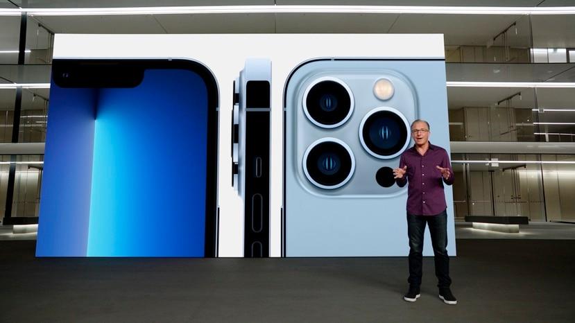 Foto de la presentación de Apple que muestra el iPhone 13 Pro.