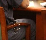 Daniels, de 55 años y el primer afroamericano que ha ocupado el cargo de alguacil en Clay, enfrenta cuatro cargos en total, entre ellos de manipulación en tercer grado de pruebas y de hacer declaraciones falsas a un oficial de la ley.
