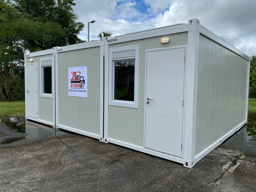 Vista exterior del salón de clases modular diseñado por la compañía puertorriqueña 2Go Storage, parte de Empresas Massó.