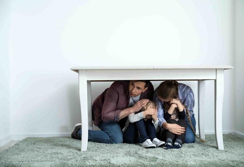 Es importante conocer las mejores formas de proteger a tus hijos durante un terremoto.