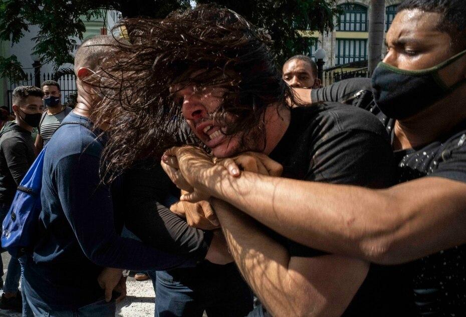 Los arrestos se produjeron luego de que el presidente de Cuba, Miguel Díaz Canel, llamó a sus simpatizantes a tirarse a las calles.